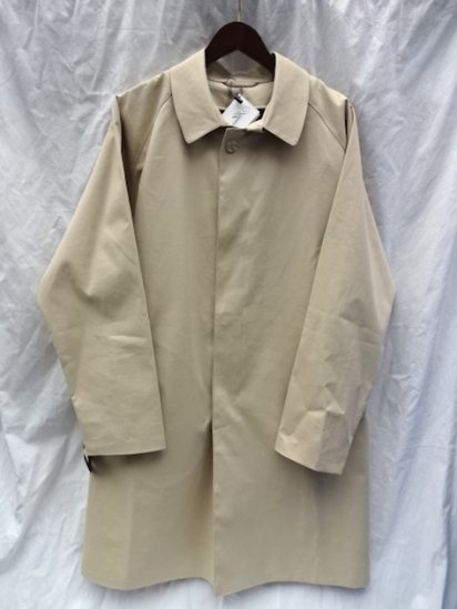 Mackintosh by Francis Campelli made in Ireland<BR>1 Panel Sleeve Single Mac Coat Putty