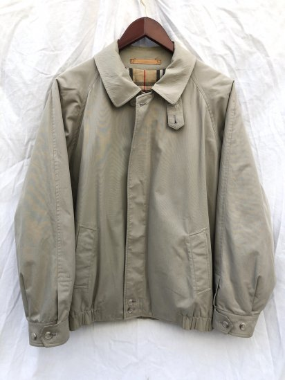 <img class='new_mark_img1' src='https://img.shop-pro.jp/img/new/icons50.gif' style='border:none;display:inline;margin:0px;padding:0px;width:auto;' />90's Vintage Burberrys' Harrington Jacket Made in England with Insulation