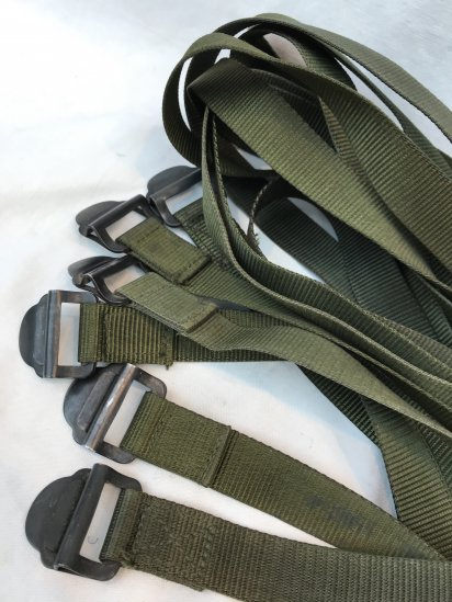 <img class='new_mark_img1' src='https://img.shop-pro.jp/img/new/icons50.gif' style='border:none;display:inline;margin:0px;padding:0px;width:auto;' />80's Vintage Dead Stock British Army Utility Strap