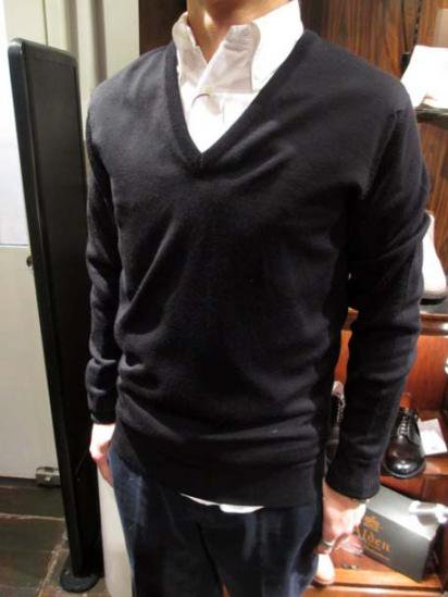 JOHN SMEDLEY V-neck Wool Knit Style sample