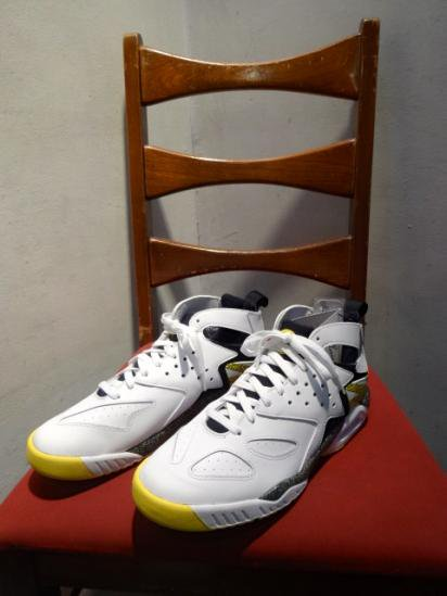 Nike air tech challenge huarache SALE! 14,800 + Tax → 10,360 + Tax