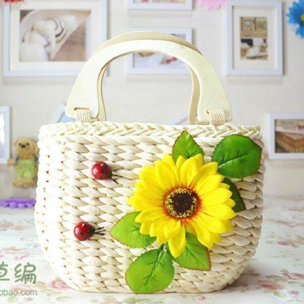 カントリー風フラワー&てんとう虫装飾かごバッグ :ベージュ_D82A9050