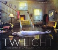 <img class='new_mark_img1' src='https://img.shop-pro.jp/img/new/icons50.gif' style='border:none;display:inline;margin:0px;padding:0px;width:auto;' />Twilight: Photographs by Gregory Crewdson グレゴリ−・クリュードソン