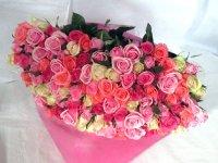 喜寿お祝いバラの花束(色とりどりのピンク)77本
