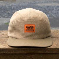 <img class='new_mark_img1' src='https://img.shop-pro.jp/img/new/icons7.gif' style='border:none;display:inline;margin:0px;padding:0px;width:auto;' />COMMON EDUCATION  Fragile Fleece  Camp Cap